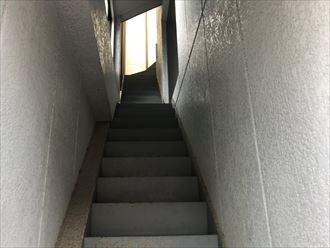 鉄階段の内側にも少しずつ劣化が発生