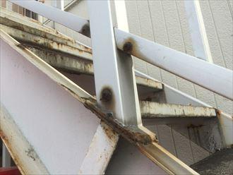 アパート鉄階段にも錆が発生