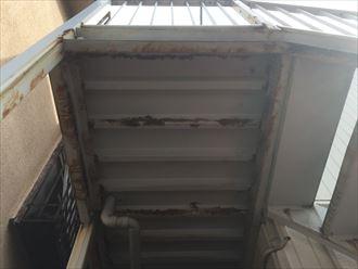 鉄階段及びデッキ部分下部の錆び