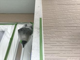 ドア廻りや玄関灯も養生します