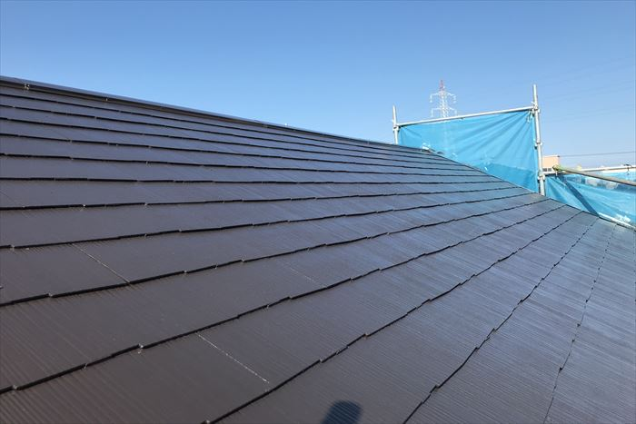 青空に輝く屋根塗装