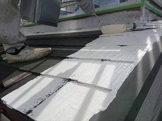 スレート屋根の下塗り工程