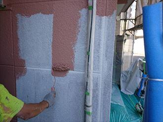 下塗り後の主剤の塗布