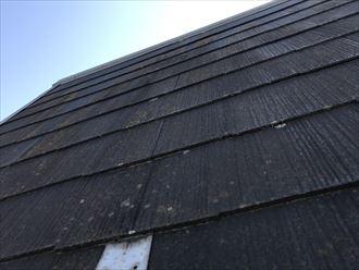 勾配の急なスレート屋根