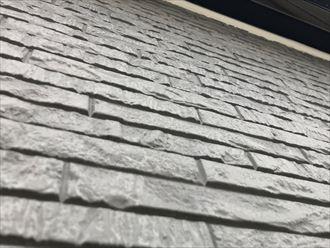 塗膜が劣化し、防水性が損なわれた窯業系サイディング