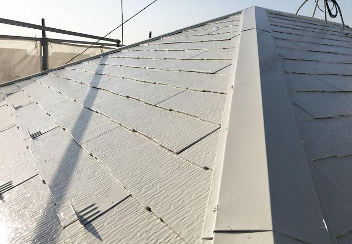 サーモアイSiのクールクリーム色で塗装したスレート屋根