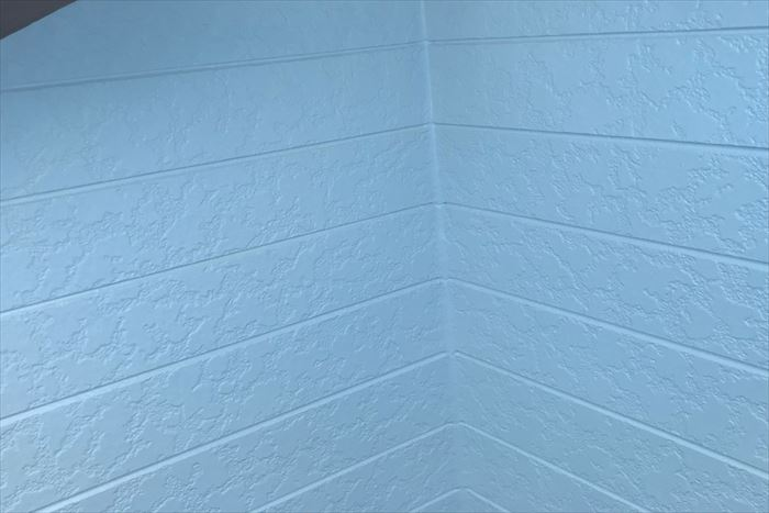 上塗りで艶感の増した外壁