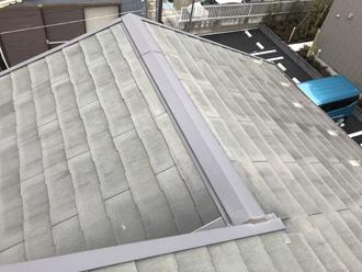 スレート屋根は色褪せしています