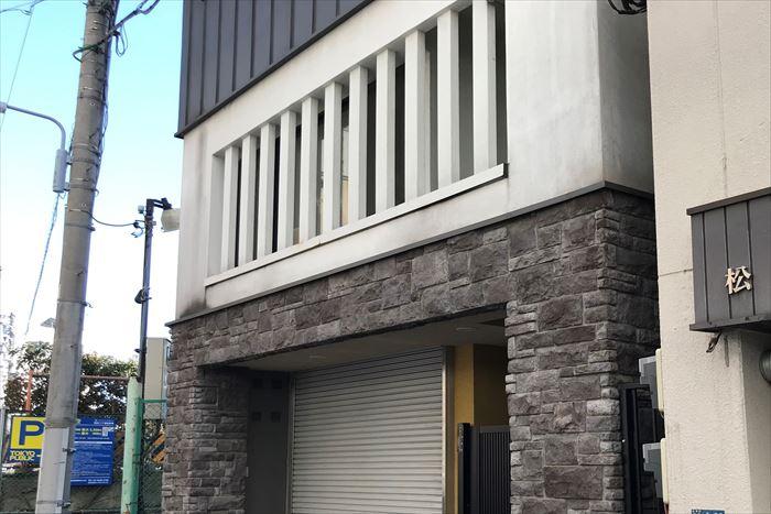 2階のみモルタル外壁の建物