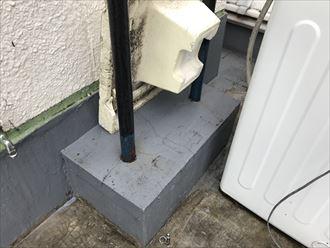 架台の防水も割れています