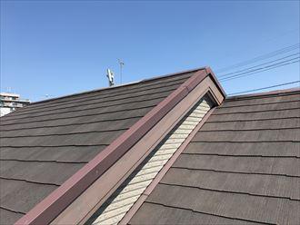棟違いのスレート屋根