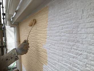 外壁の中塗り開始