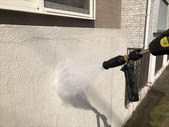 高圧洗浄で工事スタート