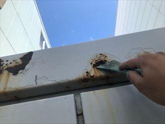 江東区新木場で鉄部塗装工事の下地調整、ケレン作業を行います