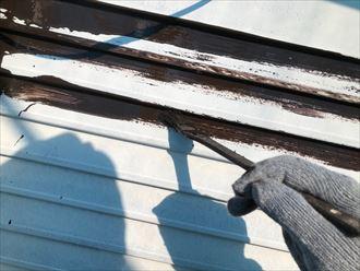 雨戸塗装、刷毛入れ