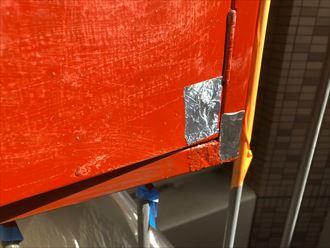 穴あき箇所をアルミテープで補修