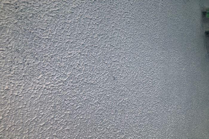 波型パターンを付けた下塗り工程