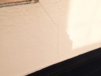 モルタル外壁にクラックが発生