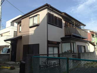 外壁塗装が竣工したツートンカラーの住宅
