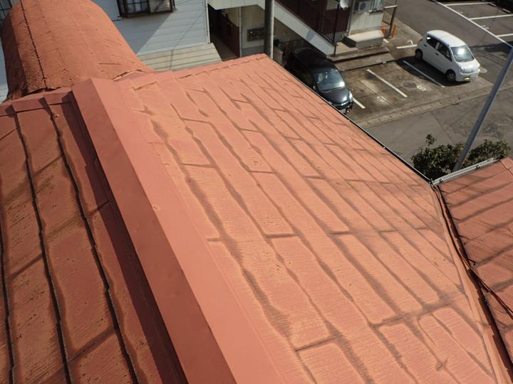 ドーマーのあるコロニアル屋根