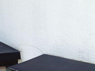 モルタル外壁にクラック発生