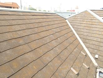 塗膜が劣化したスレート屋根の状態