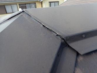 棟板金の合わせ目のシーリングの劣化