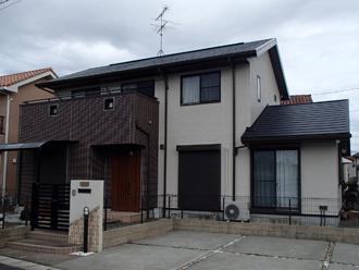 屋根・外壁塗装と屋根カバー工法を行った住宅