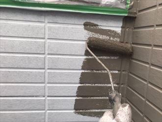 サイディング外壁の中塗り作業