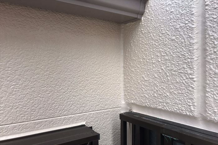 外壁、シーリングに塗装塗膜をしっかり与えます