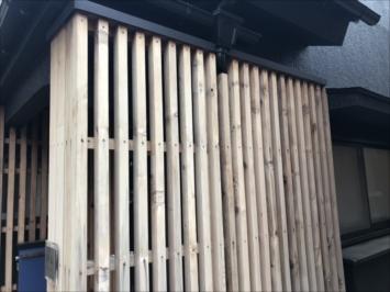 調布市多摩川で木製の柵を塗装検討中とのことで、調査してきました