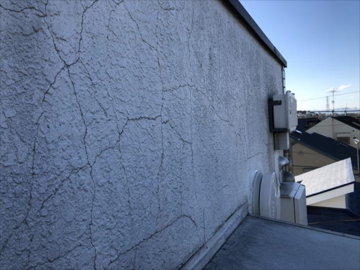 バキバキの外壁
