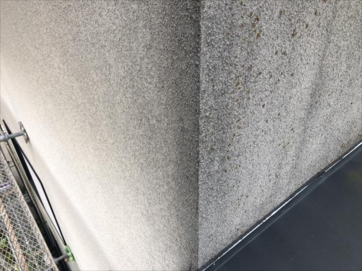 黒ずんだ外壁