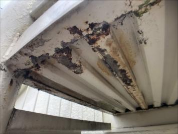世田谷区砧で鉄骨螺旋階段の劣化を点検しました