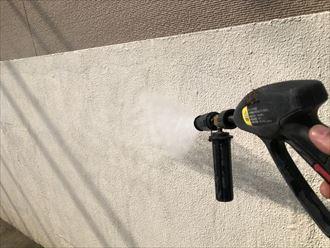 汚れを落とす為の高圧洗浄作業