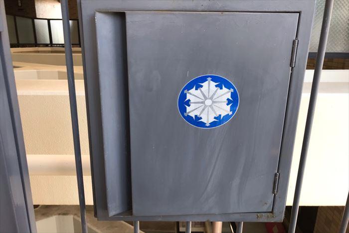塗装前の消防設備収納ボックス
