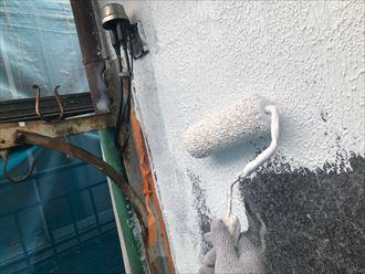 下塗り材サーフを塗布