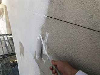 サイディングの下塗り