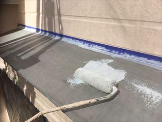 庇屋根の下塗り