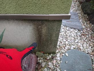 外壁の基礎が汚れた様子