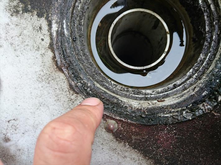排水口の回りで防水が切れていました