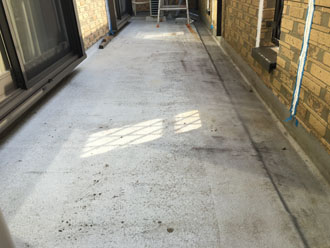 防水工事前のベランダ床