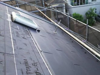 ガルバリウム鋼板 (ブラック)を軒先から設置