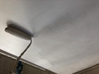 軒天は通気性のある塗料で塗装します