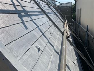 下塗りで一旦屋根が真っ白になります
