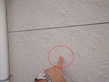 壁に残る跡
