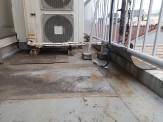 改修前のシート防水されたバルコニー