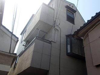 外壁塗装・屋根塗装前の3階建て戸建て住宅