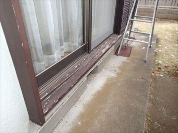 木製敷居の塗膜剥がれ