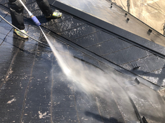スレートを高圧洗浄